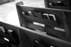 Deveríamos Exigir Dois Cultos?