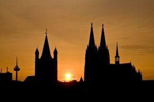 Cristo ensina que você pode escolher uma igreja como se estivesse fazendo compras?